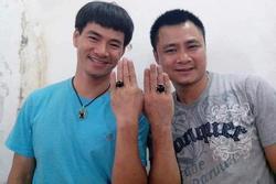 Sau sự cố 'phòng uyên ương', Xuân Bắc - Tự Long bất ngờ đeo nhẫn đôi ngón áp út