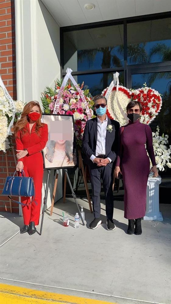 Vợ cũ Bằng Kiều tiết lộ lý do lên đồ đỏ rực, cười rạng rỡ trong đám tang-1