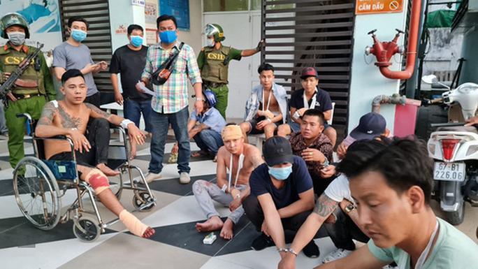 Mâu thuẫn lúc dự tiệc cưới ở An Giang, nhóm người từ Bình Dương bị rượt chém náo loạn-1