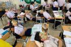 Học hành căng thẳng, cả lớp rủ nhau làm một việc mà ai nhìn vào cũng cười bò