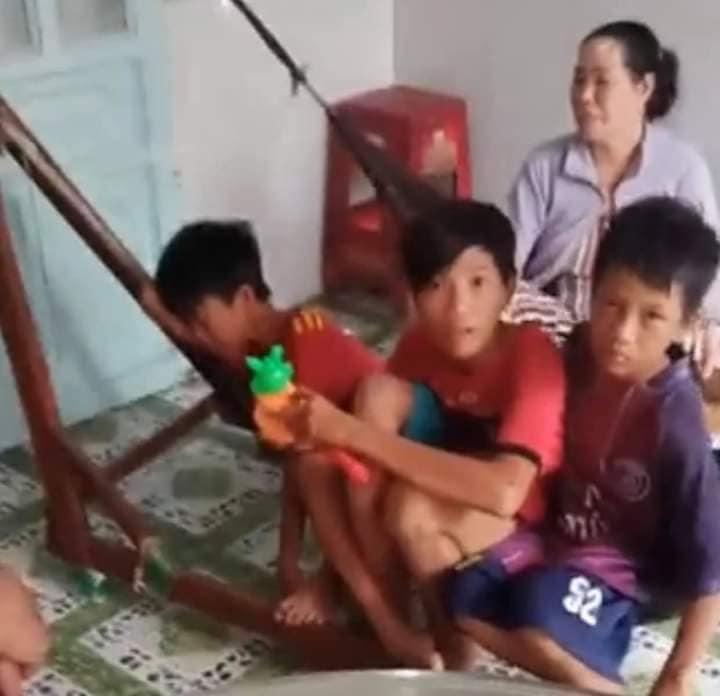 Xôn xao 3 anh em đi xe đạp hơn 300km từ Cà Mau lên Sài Gòn tìm bố mẹ-2