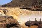 Thác nước màu vàng nổi tiếng vì độ chảy xiết