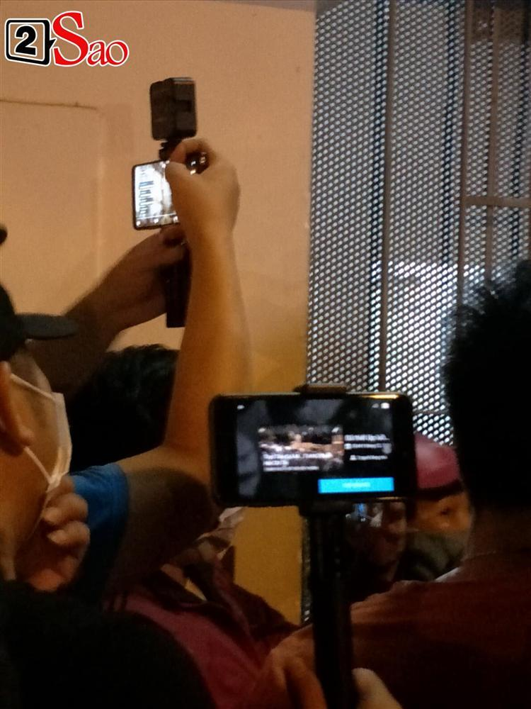 Youtuber livestream phản cảm nơi bảo quản thi thể nghệ sĩ Chí Tài-7