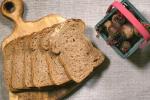 Bánh mì phô mai nướng củ dền cho bàn tiệc Noel