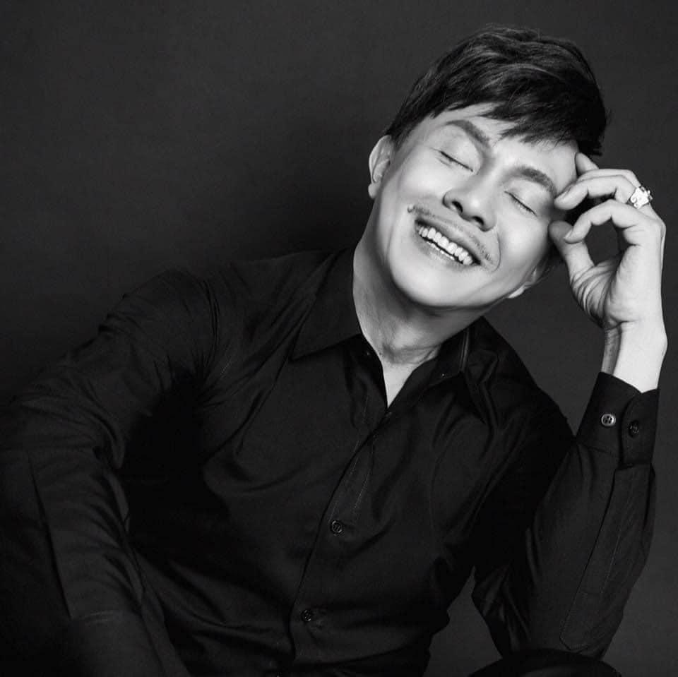 Tang lễ cố nghệ sĩ Chí Tài không nhận vòng hoa, sẽ lập quỹ từ thiện miền Trung-1