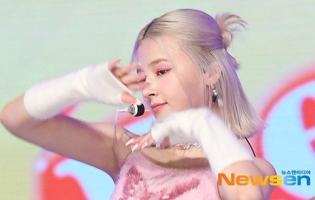 Nữ idol xấu nhất Kpop bị dìm hàng tan nát để lộ luôn nội y rách, Nancy (MOMOLAND) cũng gặp tình huống tương tự-5