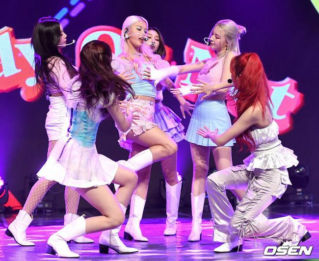 Nữ idol xấu nhất Kpop bị dìm hàng tan nát để lộ luôn nội y rách, Nancy (MOMOLAND) cũng gặp tình huống tương tự-8