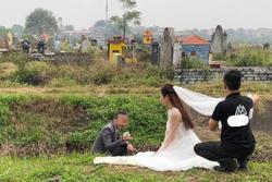 Khó hiểu đôi nam nữ dẫn nhau vào nghĩa trang chụp ảnh cưới