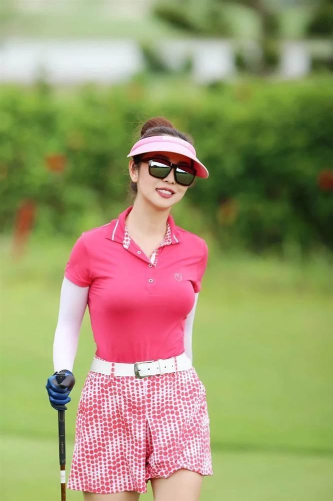 Hội mỹ nhân Việt 3 con sở hữu gu thời trang trẻ trung như gái đôi mươi-12