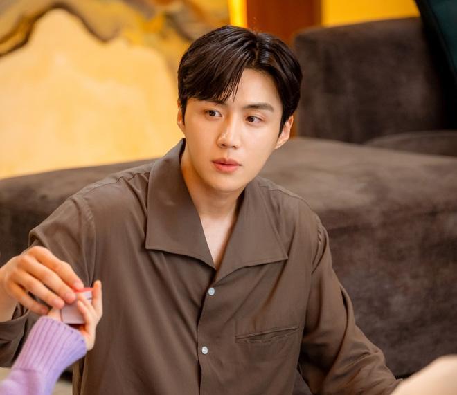 4 diễn viên Hàn có vai diễn đổi đời trong năm 2020-6