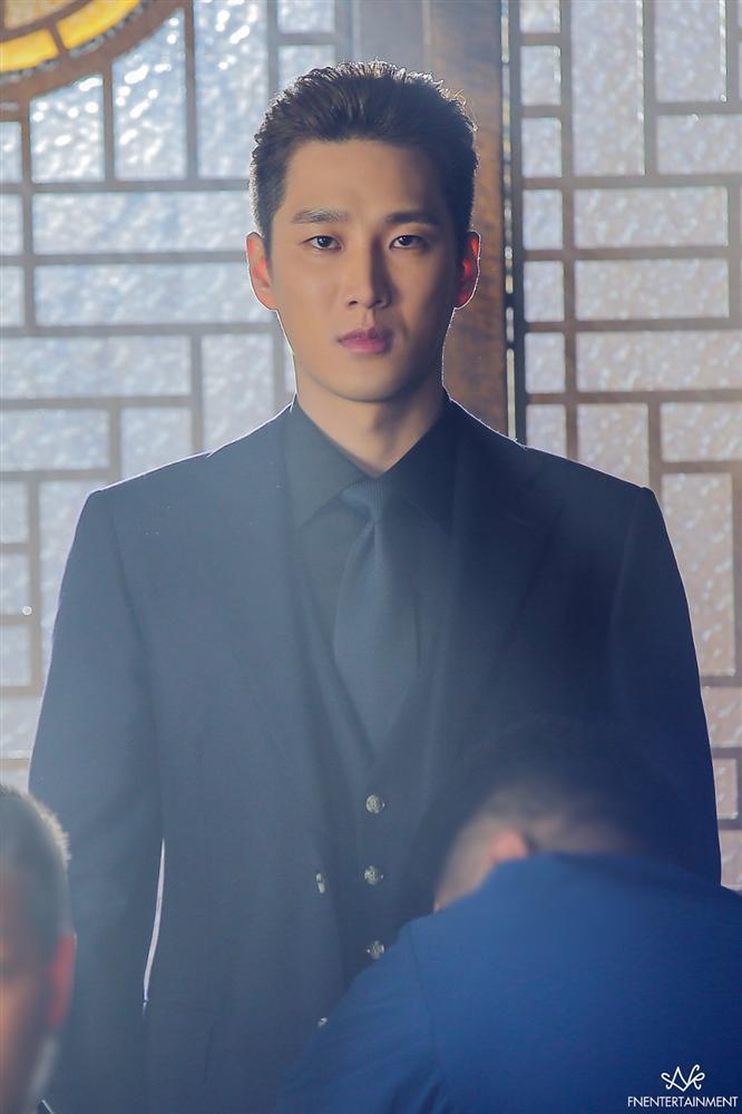 4 diễn viên Hàn có vai diễn đổi đời trong năm 2020-8