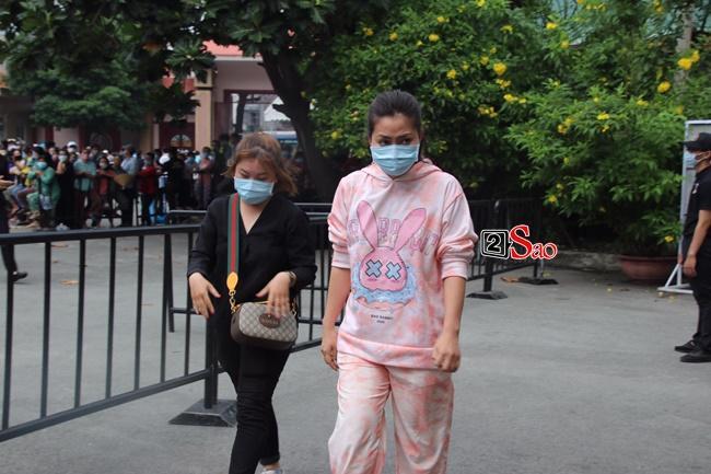 Ngọc Lan giải thích việc mặc đồ hồng tới tang lễ cố nghệ sĩ Chí Tài-2