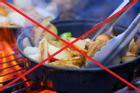 5 thói quen nấu ăn như 'tự đưa chất gây ung thư vào người', kiểu thứ 4 nằm mơ cũng chẳng ngờ