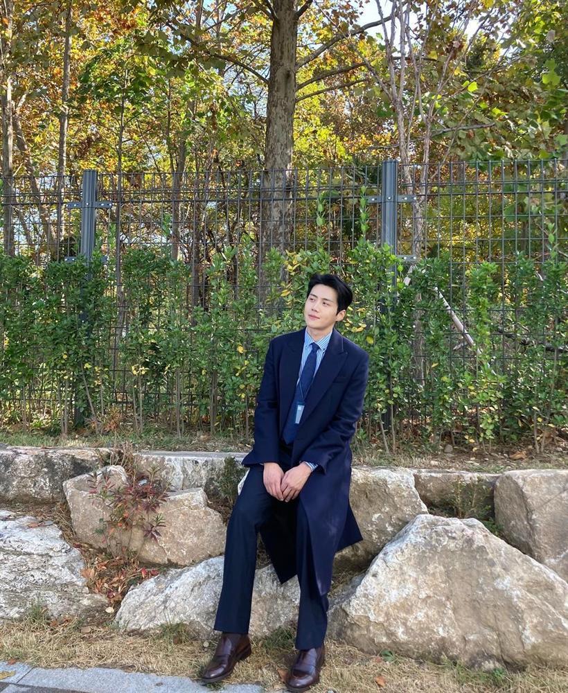 Style sao Hàn tuần qua: HyunA khoe thân phản cảm, nàng Dae Jang Geum đầy khí chất dù U50-10
