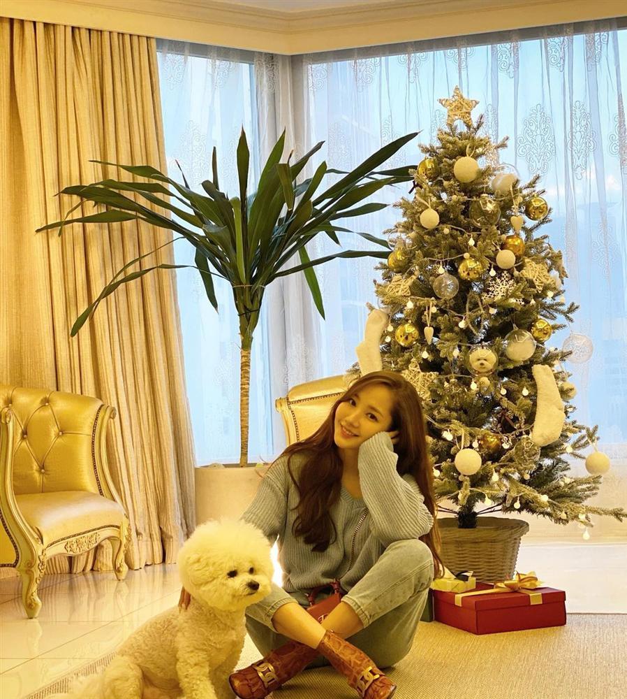 Style sao Hàn tuần qua: HyunA khoe thân phản cảm, nàng Dae Jang Geum đầy khí chất dù U50-11