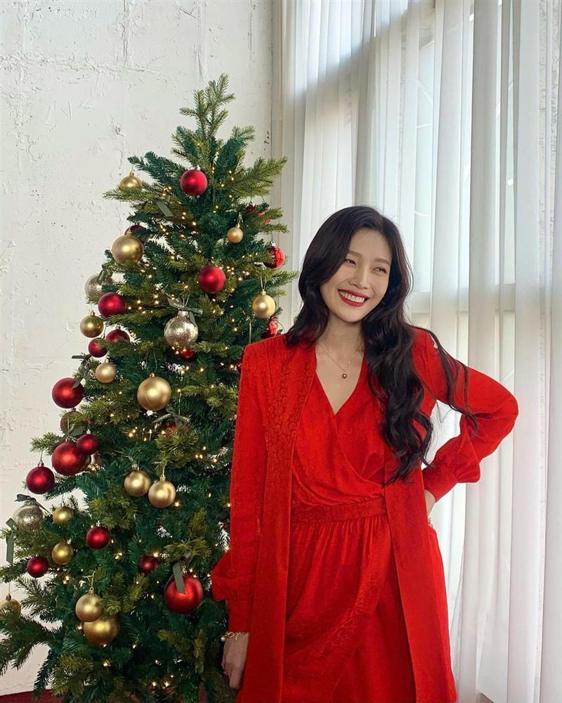 Style sao Hàn tuần qua: HyunA khoe thân phản cảm, nàng Dae Jang Geum đầy khí chất dù U50-13