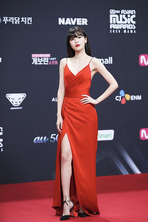 Style sao Hàn tuần qua: HyunA khoe thân phản cảm, nàng Dae Jang Geum đầy khí chất dù U50-2