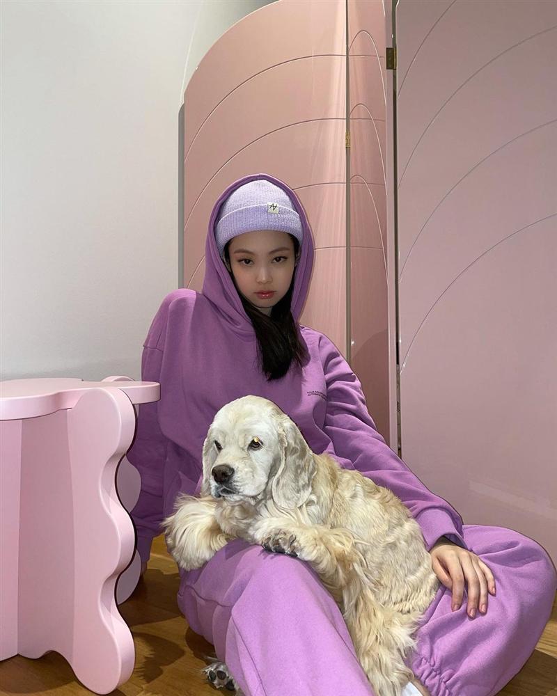 Style sao Hàn tuần qua: HyunA khoe thân phản cảm, nàng Dae Jang Geum đầy khí chất dù U50-4