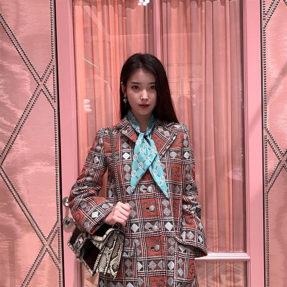 Style sao Hàn tuần qua: HyunA khoe thân phản cảm, nàng Dae Jang Geum đầy khí chất dù U50-8