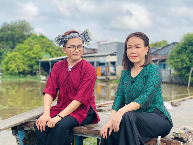Việt Hương quay lại làm việc với đôi mắt sưng húp sau 1 ngày đưa tiễn cố nghệ sĩ Chí Tài-1