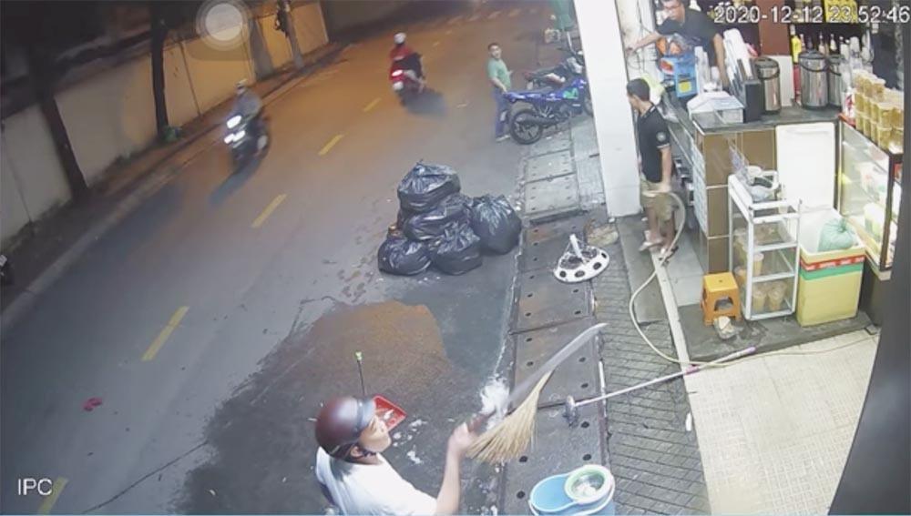 Danh tính kẻ bạo hành vợ đến gẫy răng, vác mã tấu trả đũa người can ngăn ở Sài Gòn-2