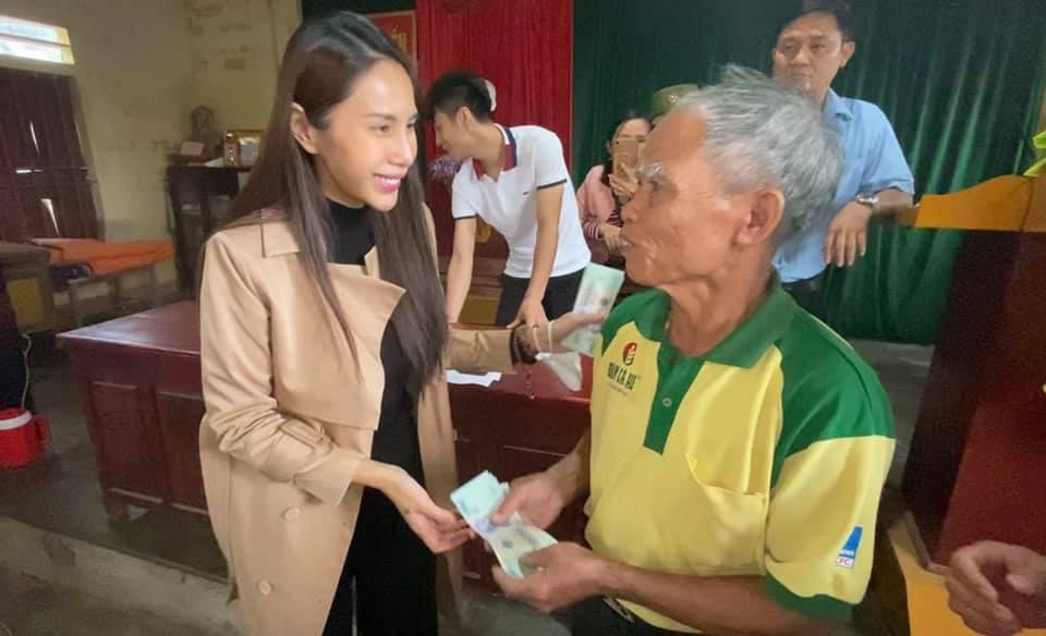 Thủy Tiên ra miền Trung từ thiện đợt 4, tự bỏ hơn 1 tỷ hỗ trợ người dân vùng lũ-1