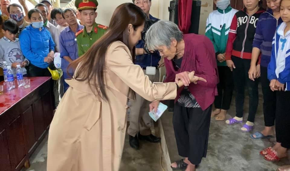Thủy Tiên ra miền Trung từ thiện đợt 4, tự bỏ hơn 1 tỷ hỗ trợ người dân vùng lũ-2