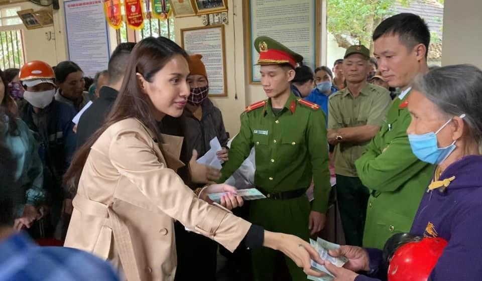 Thủy Tiên ra miền Trung từ thiện đợt 4, tự bỏ hơn 1 tỷ hỗ trợ người dân vùng lũ-4