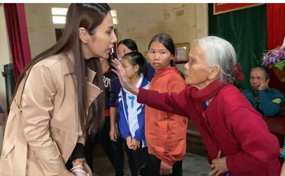 Thủy Tiên ra miền Trung từ thiện đợt 4, tự bỏ hơn 1 tỷ hỗ trợ người dân vùng lũ-5