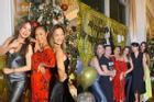 Trương Ngọc Ánh gia nhập hội mỹ nhân bị váy lụa dìm hàng, lộ thân hình sồ sề