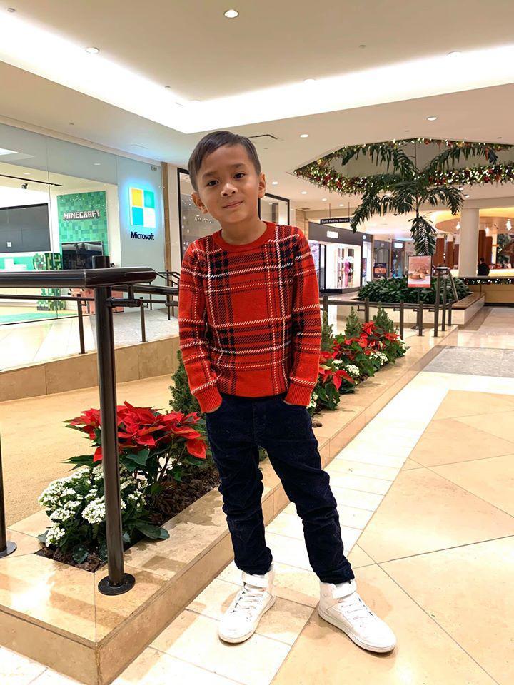 Loạt ảnh con trai 9 tuổi của Ngô Kiến Huy bên mẹ đẻ-3