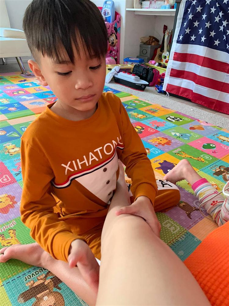 Loạt ảnh con trai 9 tuổi của Ngô Kiến Huy bên mẹ đẻ-9