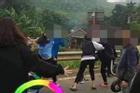 2 nhóm nữ sinh lớp 10 lên Facebook thách đấu, 'choảng' nhau loạn xạ bằng mũ bảo hiểm