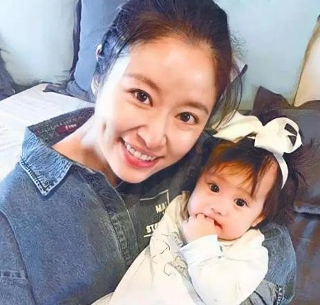 Lâm Tâm Như khoe bát ăn cơm của con gái khiến dư luận sợ toát mồ hôi hột, khuyên cô xem lại cách nuôi dạy-1