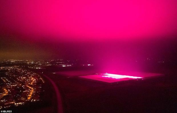Bầu trời Thụy Điển bất ngờ chuyển sang màu tím lạ-5