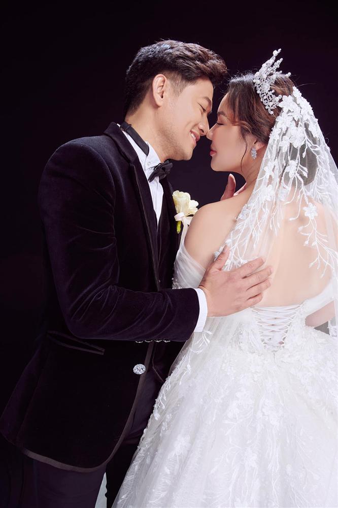 Vợ đại gia hé lộ ảnh cưới studio nét căng với Quý Bình-1