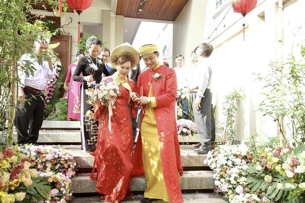 Vợ đại gia hé lộ ảnh cưới studio nét căng với Quý Bình-7