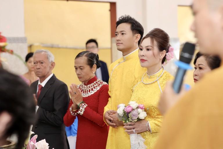 Vợ đại gia hé lộ ảnh cưới studio nét căng với Quý Bình-3