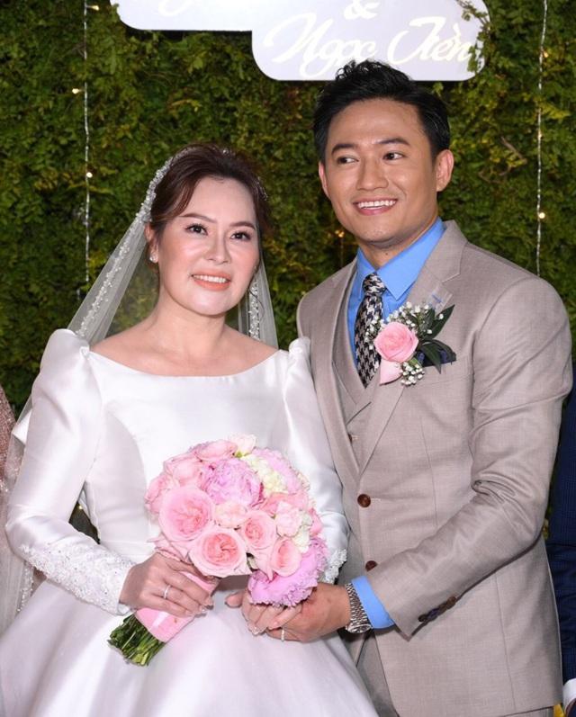 Vợ đại gia hé lộ ảnh cưới studio nét căng với Quý Bình-9