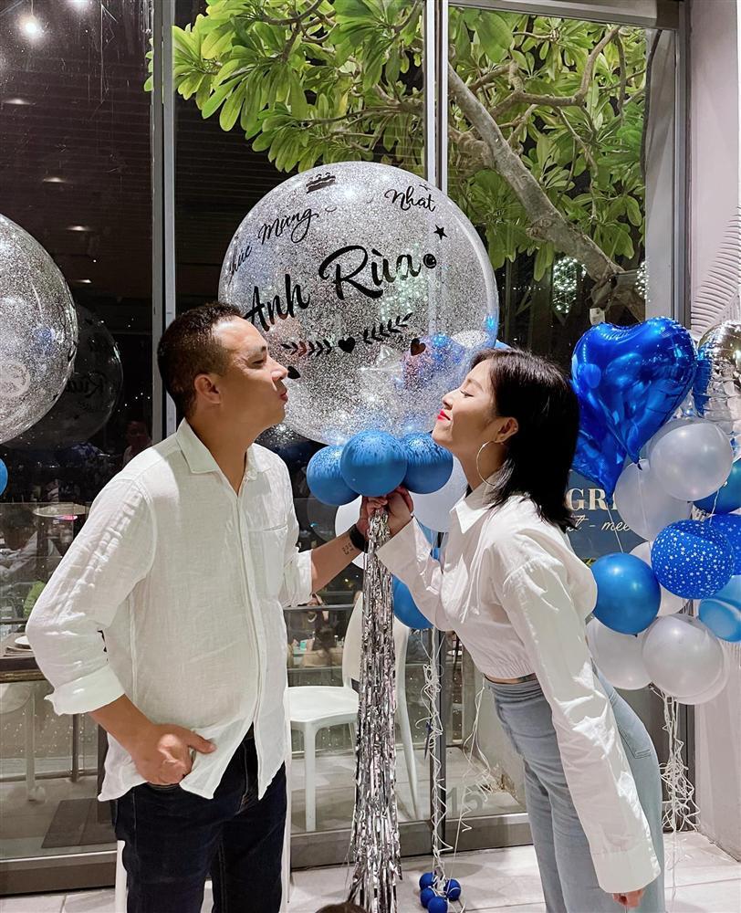 MC Hoàng Linh khoe chụp ảnh cưới sau 5 năm chung nhà với quay phim VTV-4