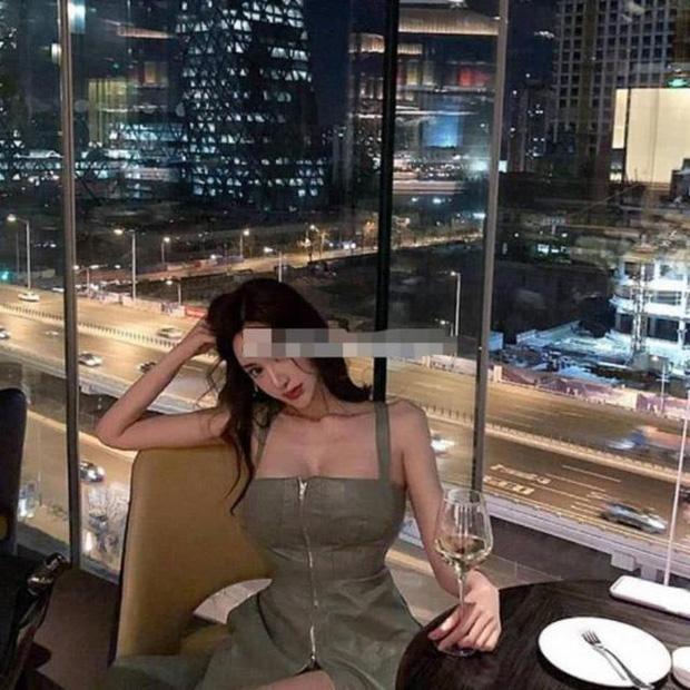 Nữ trợ lý của Huỳnh Hiểu Minh gây bão: Body bốc lửa hơn cả Angela Baby-4