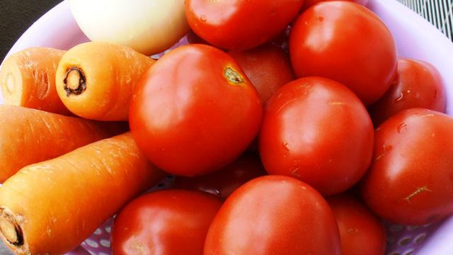 Những thực phẩm đại kỵ với cà chua nhiều người không biết, vẫn thường xuyên ăn-2