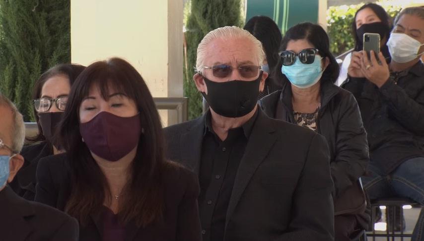 Tang lễ nghệ sĩ Chí Tài tại Mỹ: Vợ và đồng nghiệp bật khóc nức nở-17