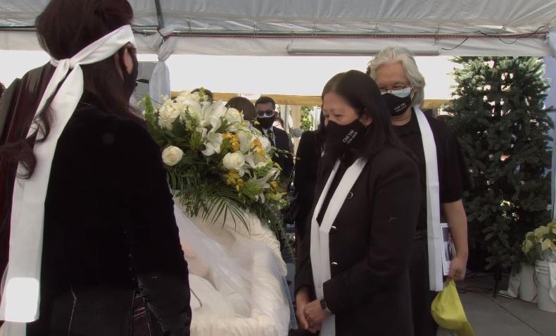 Tang lễ nghệ sĩ Chí Tài tại Mỹ: Vợ và đồng nghiệp bật khóc nức nở-22
