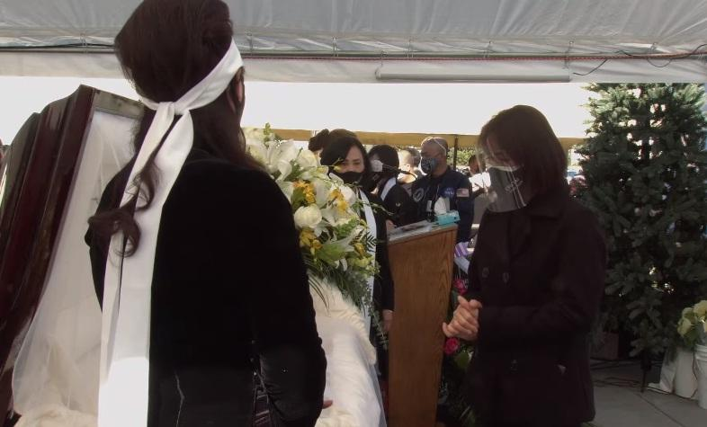 Tang lễ nghệ sĩ Chí Tài tại Mỹ: Vợ và đồng nghiệp bật khóc nức nở-23