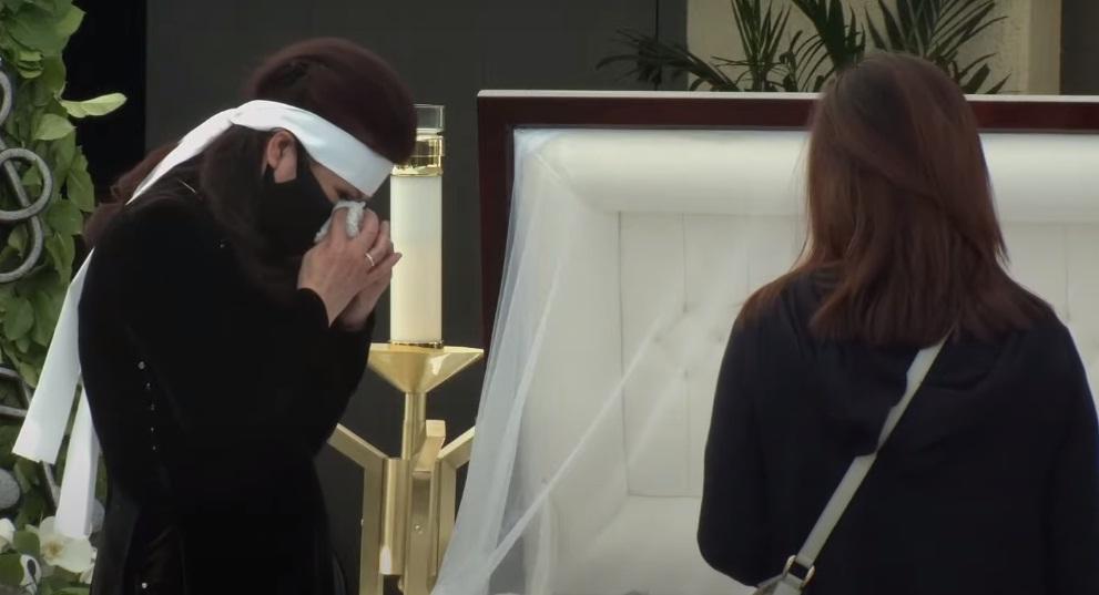 Tang lễ nghệ sĩ Chí Tài tại Mỹ: Vợ và đồng nghiệp bật khóc nức nở-28