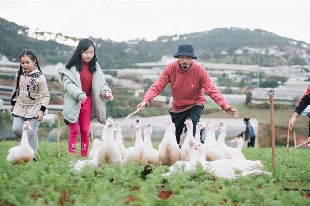 MV Đi Về Nhà của Đen Vâu và Justatee top 1 trending, chưa kịp ăn mừng đã bị fan Sơn Tùng cà khịa-2