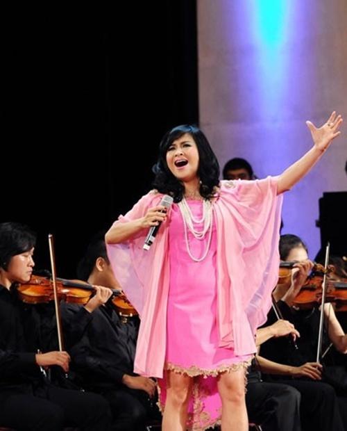 Diva Thanh Lam phản ứng gắt khi bị chê phụ kiện kém sang-6