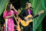 Một pha xử lý đi vào lòng người của Phi Nhung: Vừa hát vừa nằm ra sàn sân khấu chụp ảnh cùng fan-3
