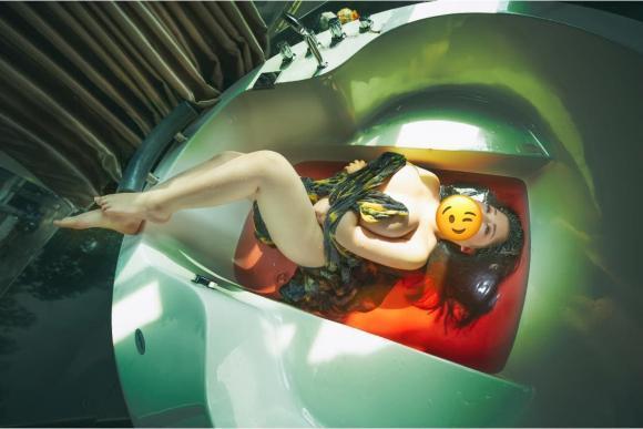 Nữ sinh ngực khủng Hải Dương gây xôn xao ảnh khỏa thân, nằm co quắp trong bồn tắm-1